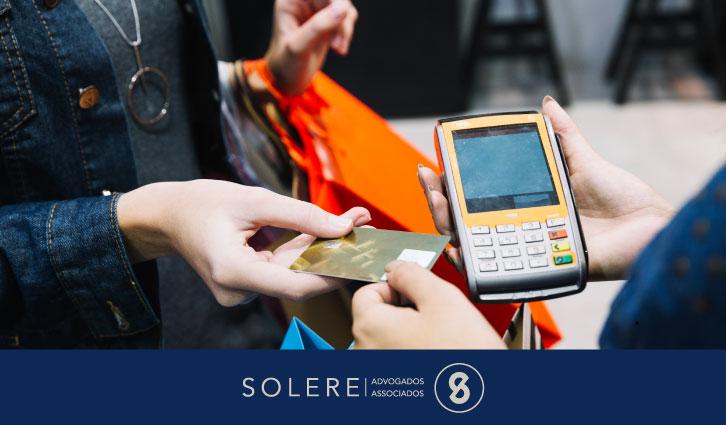 Orientação ao consumidor sobre compras em dinheiro e no cartão de crédito